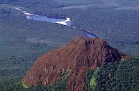 Tepuy  Wichuj con rio en la selva, Amazonas, Venezuela.