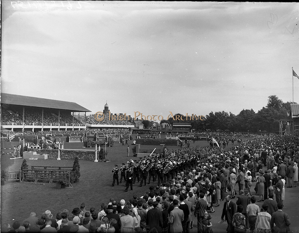 05/08/1960<br /> 05/08/1960<br /> 05 August 1960<br /> R.D.S Horse Show Dublin (Friday). Aga Khan Trophy. A general view of the Parade of Nations, before the Aga Khan Jumping Competition at the R.D.S, Horse Show, Ballsbridge, Dublin. Led by the eventual winners Argentina.