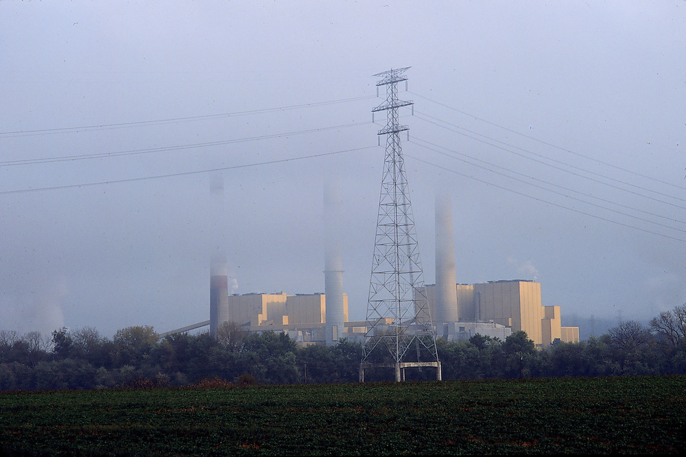 Coal fired power plant on the Ohio River, near Cincinatti, Ohio