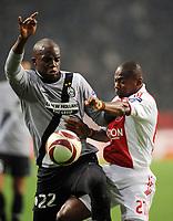 """Momo SISSOKO Juventus, Eyong Enoh AJAX<br /> Amsterdam 18/2/2010 Stadio """"Amsterdam Arena""""<br /> Ajax Juventus<br /> Europa League 2009/2010<br /> Foto Nicolo' Zangirolami Insidefoto"""