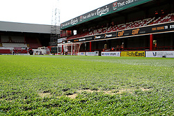 Bare patches on the Griffin Park pitch - Mandatory by-line: Robbie Stephenson/JMP - 07966386802 - 08/08/2015 - SPORT - FOOTBALL - Brentford,England - Griffin Park - Brentford v Ipswich Town - Sky-Bet Championship