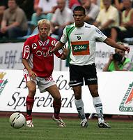 Fotball   13 august  2006  - Adeccoligaen<br /> Hønefoss Idrettspark    <br /> Foto: Dagfinn Limoseth, Digitalsport <br /> Hønefoss  v  Bryne  (4-1)<br /> <br /> Jørn Hagen  , Bryne og Kamal Saaliti , Hønefoss