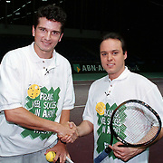 Richard Krajicek en Frans Bauer tenissen tegen elkaar