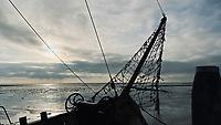 SCHIERMONNIKOOG -  Waddenzee met boegspriet van schip . ANP COPYRIGHT KOEN SUYK