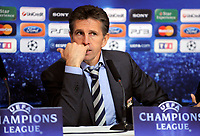 FOOTBALL - CHAMPIONS LEAGUE 2010/2011 - GROUP STAGE - GROUP B - OLYMPIQUE LYONNAIS v SL BENFICA - 20/10/2010 - PHOTO JEAN MARIE HERVIO / DPPI - CLAUDE PUEL (LYON COACH) DURING PRESS CONFERENCE AT THE END OF MATCH