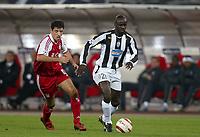 Fotball<br /> Champions League 2004/05<br /> Juventus v Bayern München<br /> 19. oktober 2004<br /> Foto: Digitalsport<br /> NORWAY ONLY<br /> LILIAN THURAM (JUV) / ROY MAKAAY (BAY)