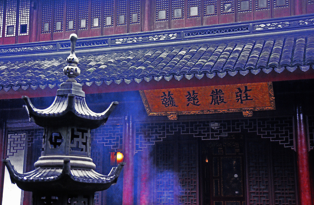 Morning call in a chinese temple.