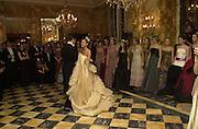 Lauren Bush and her escort  Prince Louis de Bourbon lead the dancing. .Crillon Haute Couture Ball. Crillon Hotel, Paris. 2 December 2000. © Copyright Photograph by Dafydd Jones 66 Stockwell Park Rd. London SW9 0DA Tel 020 7733 0108 www.dafjones.com