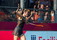 ANTWERPEN -  Lidewij Welten (Ned) heeft de stand op 2-0 gebracht tijdens de   finale  dames  Nederland-Duitsland  (2-0) bij het Europees kampioenschap hockey.   COPYRIGHT  KOEN SUYK