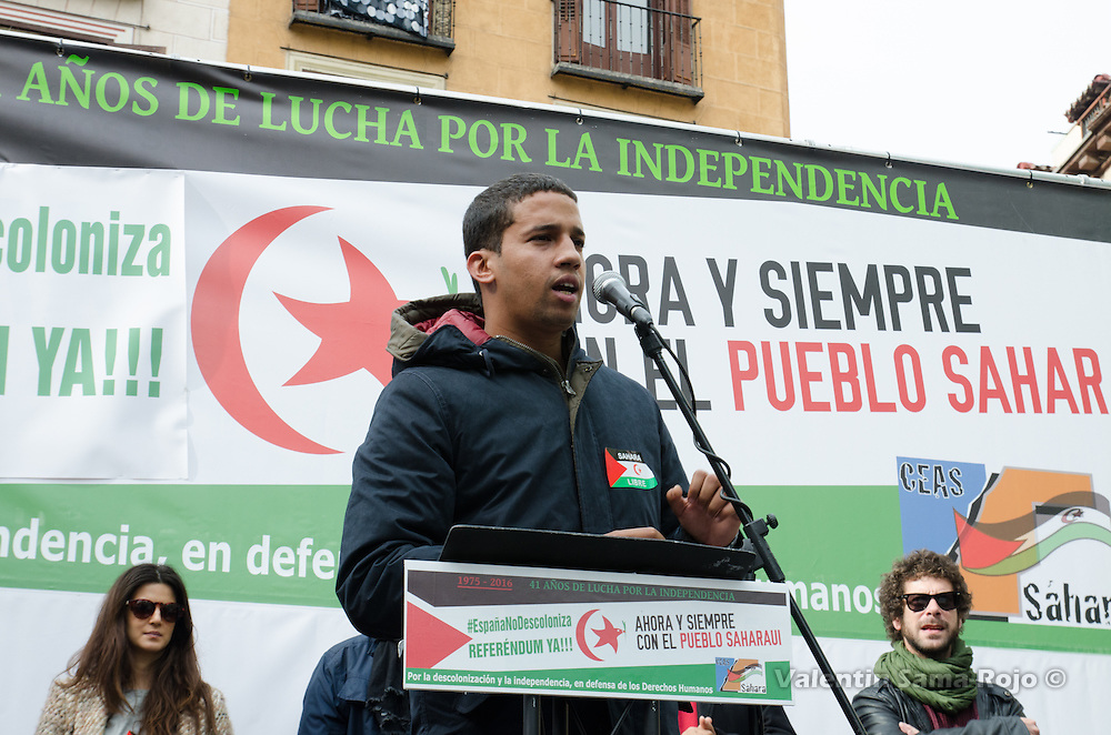 Madrid, Spain. 12th November, 2016. Human Rights Activist Hassana Aalia giving a speech at the end of the demonstration for a free Sahara.