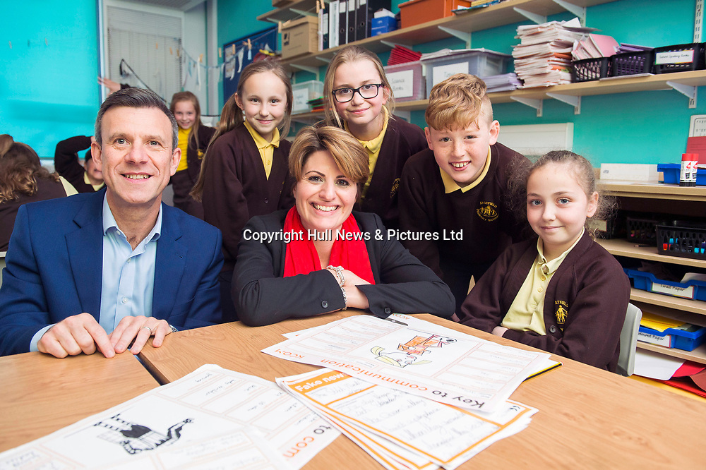 3 May 2019: Sean Royce of KCOM and Emma Hardy MP during a visit to Eastfield Primary School in Anlaby Road, Hull.<br /> They are pictured with (l-r) Freya Nicklin, Ruby Lindsay, Thomas Cape-Melbourne, Tiana Green all Year 5.<br /> Picture: Sean Spencer/Hull News & Pictures Ltd<br /> 01482 210267/07976 433960<br /> www.hullnews.co.uk         sean@hullnews.co.uk
