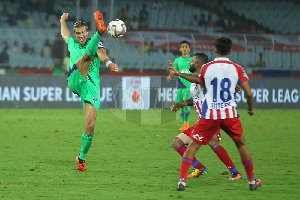 Erik Paartalu of Bengaluru FC in action during match 24 of the Hero Indian Super League 2018 ( ISL ) between ATK and Bengaluru FC held at the Yuba Bharati Krirangan stadium (Salt Lake Stadium) in Salt Lake Kolkata, India on the 31st October<br /> <br /> Photo by: Deepak Malik /SPORTZPICS for ISL