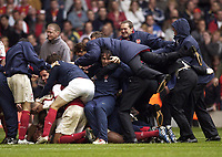 Fotball<br /> England 2004/2005<br /> Foto: SBI/Digitalsport<br /> NORWAY ONLY<br /> <br /> Date: 21/05/2005.<br /> Arsenal v Manchester United FA Cup Final.<br /> <br /> The Arsenal team jump onto Jens Lehmann at the end of the game.
