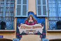 France, Nièvre (58), Nevers, façade d'un artisant en mosaic, val de Loire // France, Nièvre (58), Nevers, facade of a mosaic craftsman, Loire Valley