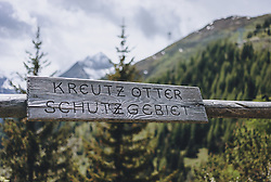 THEMENBILD - ein Holzschild mit dem Hinweis, dass die Umgebung ein Schutzgebiet für Kreutzotter (Schlangenart) ist, aufgenommen am 24. Mai 2020 in Kaprun, Oesterreich // a wooden sign indicating that the area is a sanctuary for common viper (snake species) in Kaprun, Austria on 2020/05/24. EXPA Pictures © 2020, PhotoCredit: EXPA/Stefanie Oberhauser