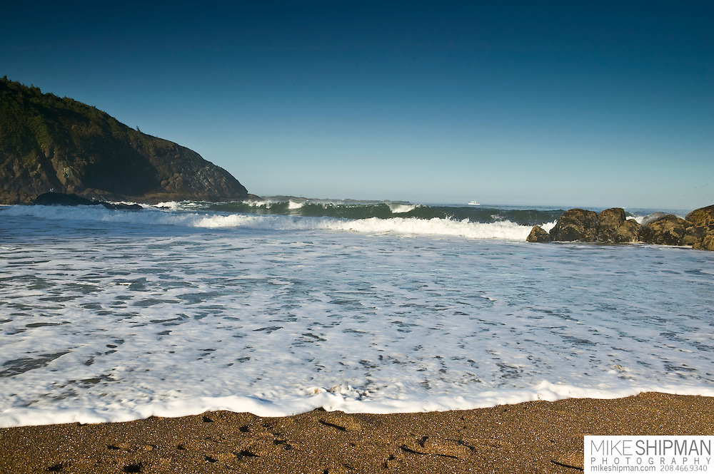 Wide angle surf on Fogarty Beach, Oregon, Lincoln County, USA