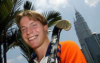 WK Hockey. De jonge International  Rob Derikx. Op de achtergrond de 452 meter hoge Petronas Twin Tower in Kuala Lumpur.<br />Bij verhaal sport