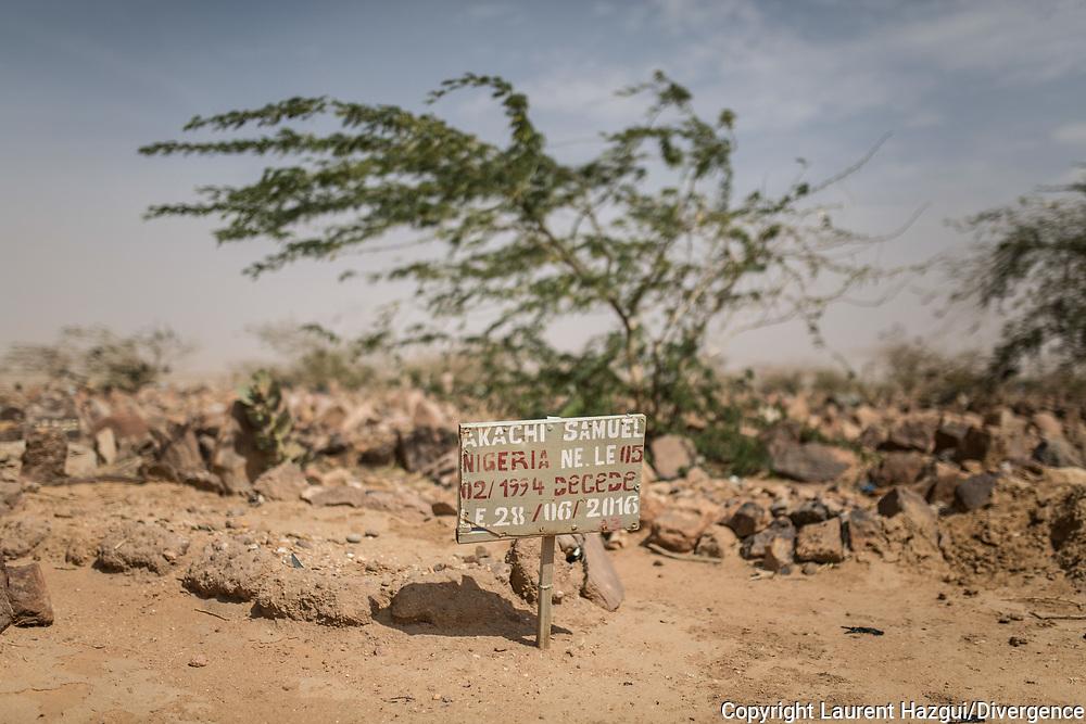 29012018. Niger. Agadez. Cimetière musulman pour migrants qui décèdent à Agadez. La Croix rouge française s'occupe des enterrements.