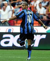 Milano 28/8/2005 Serie A 2005/2006 Inter - Treviso 3-0<br /> <br /> Adriano esulta dopo aver realizzato il secondo goal<br /> <br /> Adriano celebrates his second goal<br /> <br /> Photo Graffiti