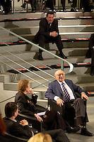 """24 FEB 2005, BERLIN/GERMANY:<br /> Durs Gruenbein, Autor, Christina Weiss, SPD, Staatsministerin fuer Kultur im Bundeskanzleramt, Marcel Reich-Ranicki, Literatur Kritiker, Gerhard Schroeder, SPD, Bundeskanzler, (v.Unten n. Oben), waehrend einer Veranstaltung """"Es gilt das gesprochene Wort"""", SKylobby, Bundeskanzleramt<br /> IMAGE:20050224-02-017<br /> KEYWORDS: Lesung, Diskussion, Durs Grünbein, Gerhard Schröder"""