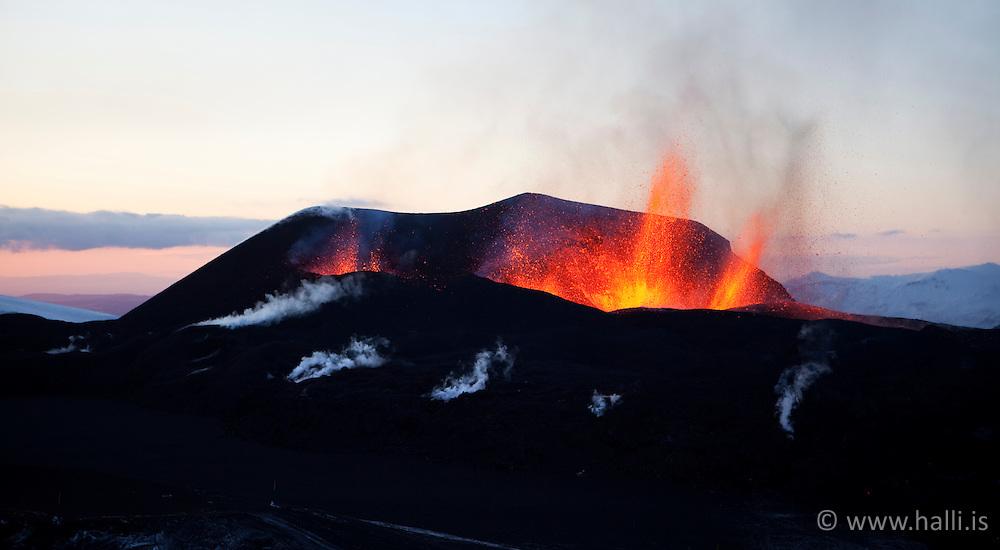 Volcanic eruption at Fimmvorduhals in Eyjafjallajokull, Iceland - eldgos á Fimmvörðuhálsi