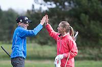 LOCHEM -  Noa van Beek en Tijn Langenberg High five na afloop van de wedstrijd. Jeugdgolf op de  Lochemse Golf Club De Graafschap. COPYRIGHT KOEN SUYK