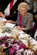 Staatsbezoek aan Nederland van Zijne Majesteit Koning Filip der Belgen vergezeld door Hare Majesteit Koningin <br /> Mathilde aan Nederland.<br /> <br /> State Visit to the Netherlands of His Majesty King of the Belgians Filip accompanied by Her Majesty Queen<br /> Mathilde Netherlands<br /> <br /> op de foto / On the photo: Staatsbanket in Koninklijk Paleis Amsterdam met prinses Beatrix ////  State Banquet at the Royal Palace in Amsterdam  with  Princess Beatrix,