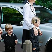 NLD/Laren/20110711 - Uitvaart Jaap Blokker, Els Blokker met kleinkinderen