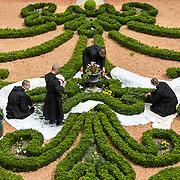 The young monks of the novitiate maintain the boxwood beds in the priory of Solesmes Abbey. 06-05-16<br /> Les jeunes moines du noviciat entretiennent les massifs de buis du prieuré de l'abbaye de Solesmes. 06-05-16