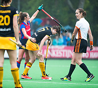 BILTHOVEN  - Hockey -  1e wedstrijd Play Offs dames. SCHC-Den Bosch (0-1). Xan de Waard (SCHC) met Marloes Keetels (Den Bosch) .  rechts Lisette Baljon   COPYRIGHT KOEN SUYK
