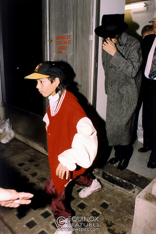 London, United Kingdom - 11 April 2004.LIBRARY PICTURES - Michael Jackson and one of his young friends Brett shopping at a toy store in London, England, UK some time around 1994 approx..(photo by: EDWARD HIRST/EQUINOXFEATURES.COM).Picture Data:.Photographer: EDWARD HIRST.Copyright: ©1994 Equinox Licensing Ltd. - +448700 780000.Contact: Equinox Features.Date Taken: 20040411.Time Taken: 052112+0000.www.newspics.com