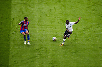 LONDON, ENGLAND - MARCH 31: (19) Sadio Mané of Liverpool, Aaron Wan-Bissaka (29) of Crystal Palace during the Premier League match between Crystal Palace and Liverpool at Selhurst Park on March 31, 2018 in London, England.