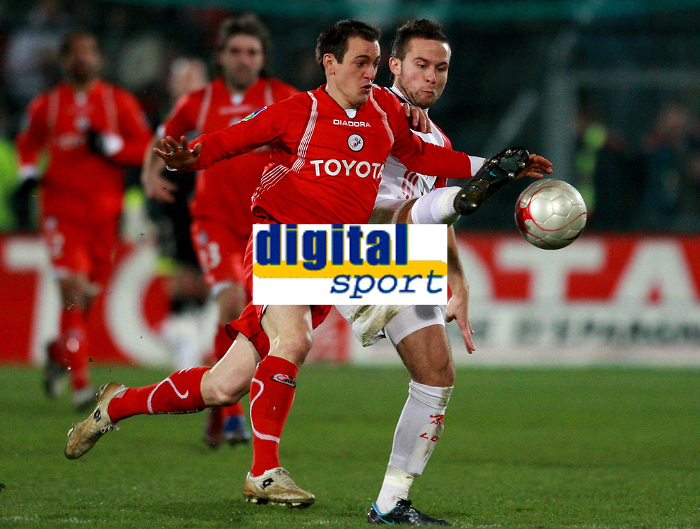 Fotball<br /> Frankrike<br /> Foto: DPPI/Digitalsport<br /> NORWAY ONLY<br /> <br /> FOOTBALL - FRENCH CHAMPIONSHIP 2007/2008 - L1 - FC VALENCIENNES v LILLE OSC - 09/03/2008 - SEBASTIEN ROUDET (VA) /YOHAN CABAYE (LILLE)