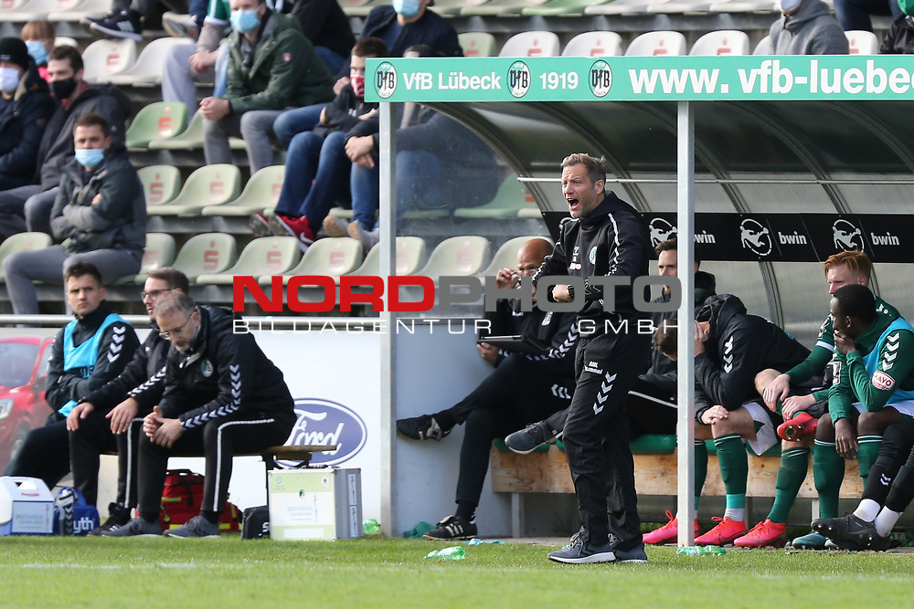 17.10.2020, Dietmar-Scholze-Stadion an der Lohmuehle, Luebeck, GER, 3. Liga, VfB Luebeck vs SG Dynamo Dresden <br /> <br /> im Bild / picture shows <br /> Trainer Rolf Martin Landerl (VfB Luebeck) macht Druck<br /> <br /> DFB REGULATIONS PROHIBIT ANY USE OF PHOTOGRAPHS AS IMAGE SEQUENCES AND/OR QUASI-VIDEO.<br /> <br /> Foto © nordphoto / Tauchnitz