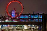 Engeland, Londen, 10-4-2019 Straatbeeld van het centrum van de stad. Het reuzenrad The London eye bij avond. Foto: Flip Franssen