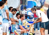 NEW DELHI - De Argentijnse bondscoach Carlos Retegui tijdens de  poulewedstrijd in de finaleronde van de Hockey World League tussen de mannen van Argentinie en Belgie. Foto  KOEN SUYK