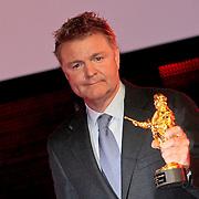 NLD/Amsterdam/20110328 - Uitreking Rembrandt Awards 2011, Rene Mioch krijgt 24 karaats gouden Rembrandt