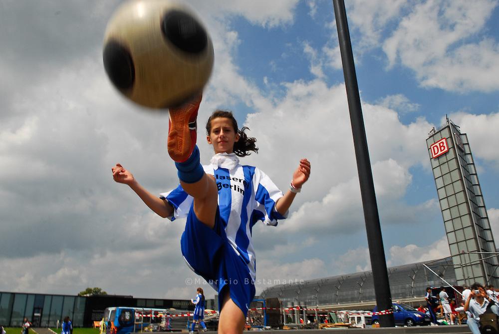 Berliner Straßenfußballtag, 29. Juni 2008.Playya.Stendaler Straße 4 (Hinterhof), 10559 Berlin, Deutschland