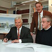 Visser Bouwmaatschappij Havenstraat 91 ondertekening sponsorcontract Zuidvogels, geheel rechts voorzitter Gijs Honing