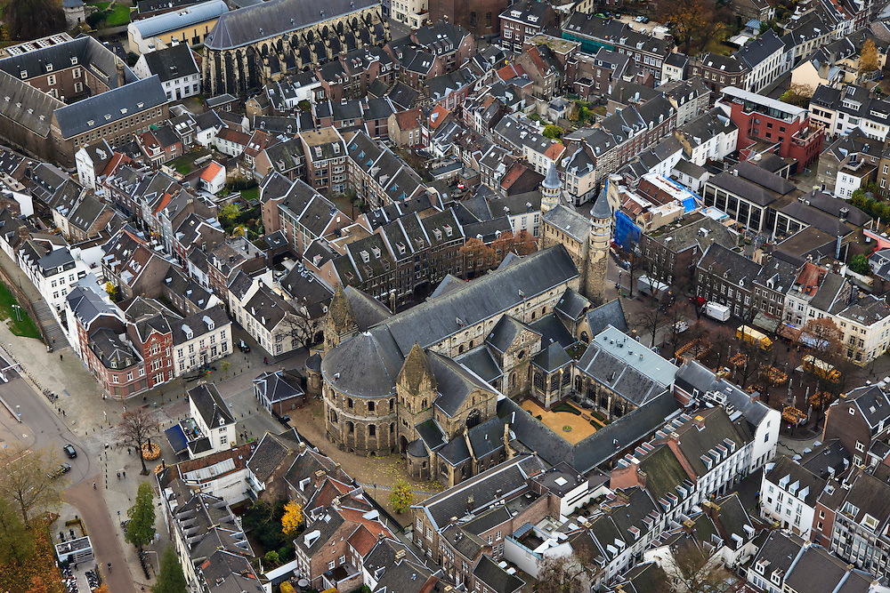 Nederland, Limburg, Maastricht, 15-11-2010;.Onze Lieve Vrouwebasiliek in Maastricht. Basilica of Our Lady in Maastricht. .luchtfoto (toeslag), aerial photo (additional fee required).foto/photo Siebe Swart