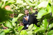 Olaf Lies (SPD; Niedersächsischer Minister für Umwelt, Energie, Bauen und Klimaschutz) besucht den Herzapfelhof Lühs im Rahmen der Eröffnung der Apfelernte 2019 in Jork im Alten Land am 7. September 2019