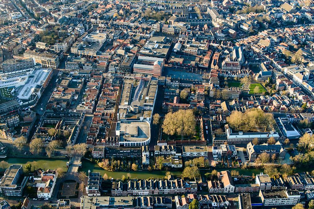Nederland, Zuid-Holland, Dordrecht, 07-02-2018; historische binnenstad met Dordrechts Museum en Spui (Spuihaven)<br /> Inner city Dordrecht.<br /> luchtfoto (toeslag op standard tarieven);<br /> aerial photo (additional fee required);<br /> copyright foto/photo Siebe Swart