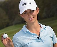 VALKENSWAARD - Golfprofessional ANNE VAN DAM . Putten, bal met stip.  . .  COPYRIGHT KOEN SUYK