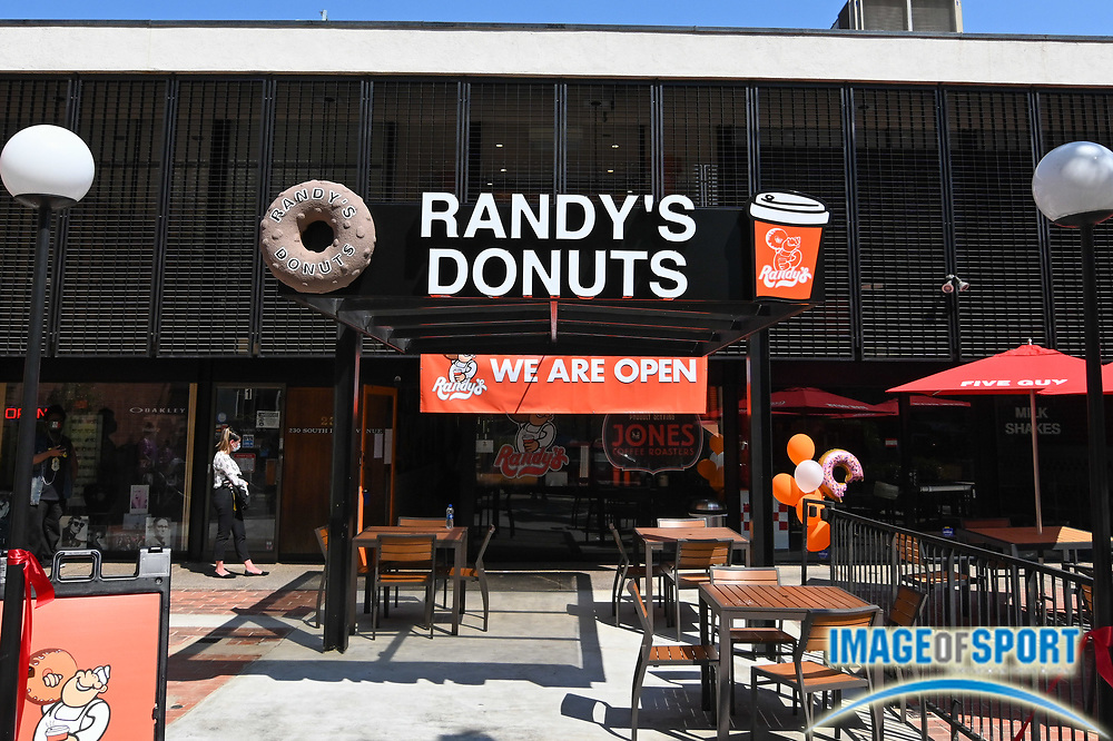 General overall view of Randy's Donuts signage outside a store grand opening, Wednesday, Sept. 2, 2020, in Pasadena, Calif. (Dylan Stewart/Image of Sport)