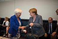 DEU, Deutschland, Germany, Berlin, 05.07.2016: Gerda Hasselfeldt, Vorsitzende der CSU-Landesgruppe, begrüßt Bundeskanzlerin Dr. Angela Merkel (CDU) bei der Fraktionssitzung der CDU/CSU im Deutschen Bundestag.