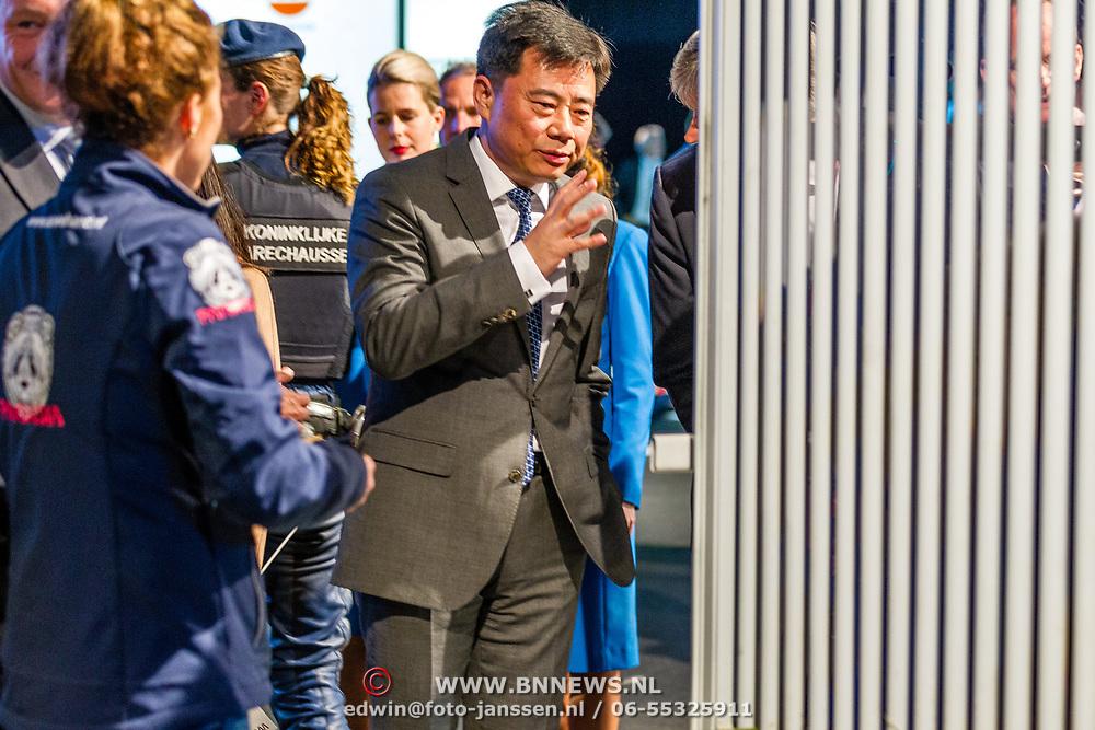 NLD/Amsterdam/20170412- Aankomst reuzenpanda's WU WEN en XING YA in Nederland, Chinese Ambassadeur in Nederland  Wu Ken