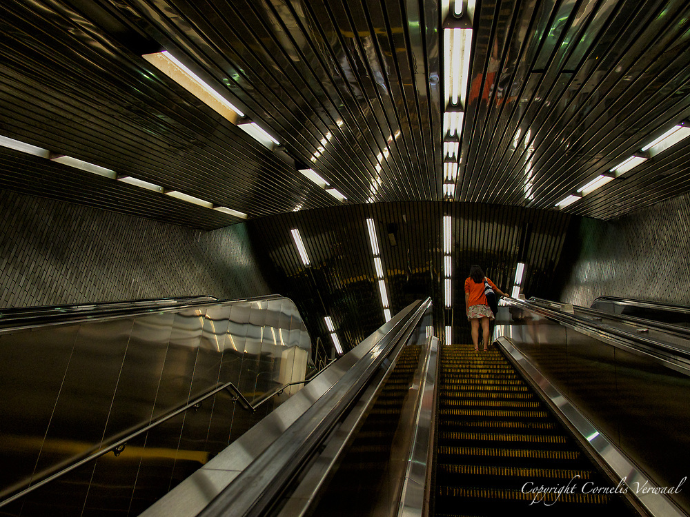 Escalator to the F train at 63rd Street and Lexington subway station
