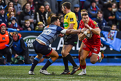 Scarlets' Gareth Davies evades the tackle of Cardiff Blues' Ellis Jenkins - Mandatory by-line: Craig Thomas/Replay images - 31/12/2017 - RUGBY - Cardiff Arms Park - Cardiff , Wales - Blues v Scarlets - Guinness Pro 14