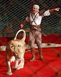 September 15, 2016 - Kiev, Ukraine - An Ukrainian National Circus artist performs with a lion during the presentation of the new show program  ''Extreme Arena'' at the Ukrainian National Circus in Kiev, Ukraine, 15 September,2016. The show will be staged from 15 September to 11 December 2016. (Credit Image: © Str/NurPhoto via ZUMA Press)