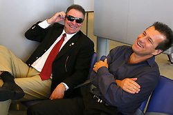 Os técnicos Abel Braga e Dunga conversam no aeroporto Charles de Gaulle, em Paris FOTO: Jefferson Bernardes/Preview.com